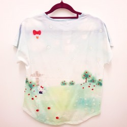 Hello Kitty T-Shirt: Apple